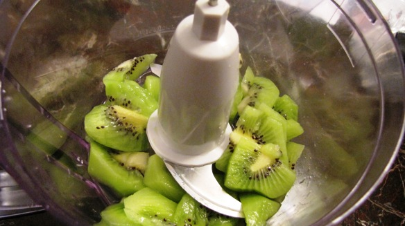 Peel 2 kiwis and cut to small pieces into the blender