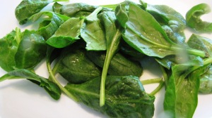 Wash spinach leaves.